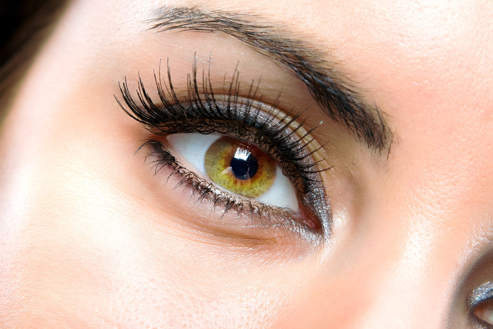4 Ways to Make Your Eyes Look Younger